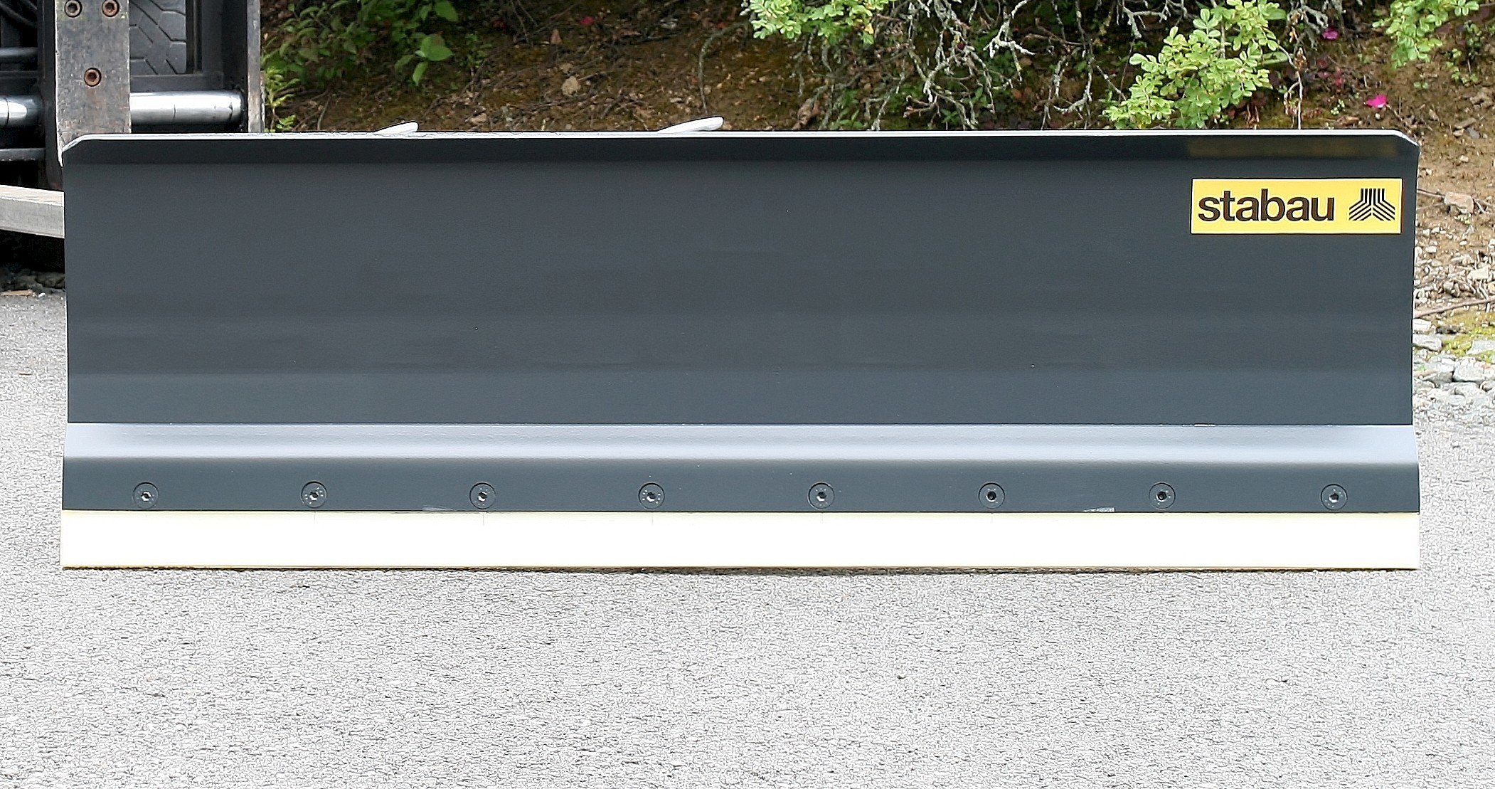 Snow Plow with continuous Polyurethane shield trim